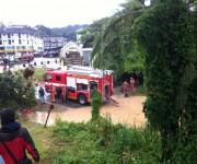 Feuerwehr pumpt ab