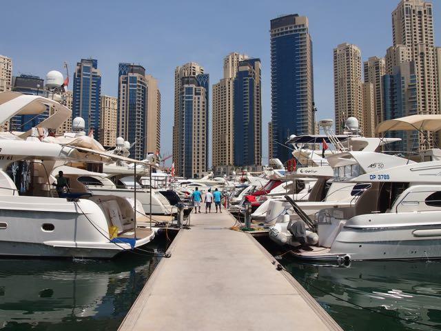 Dubai Marina mit Yachten