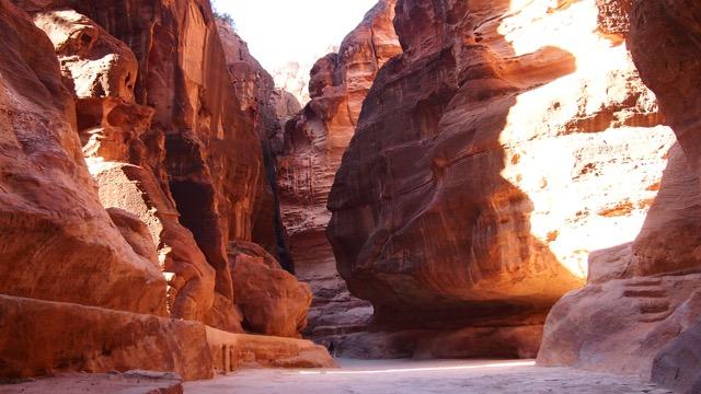 """Die enge Schlucht """"Siq"""" in Petra"""