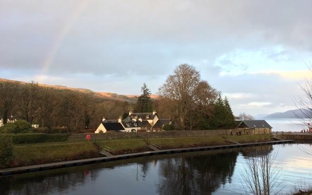 Loch Ness mit Regenbogen