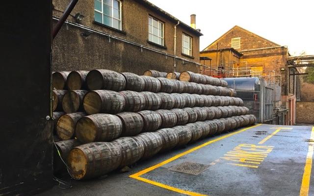 Whisky Fässer in der Deanston Brennerei
