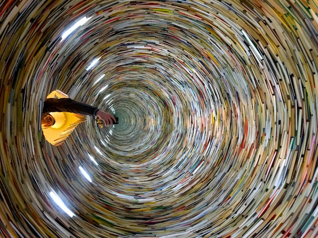 Büchertunnel in Prag