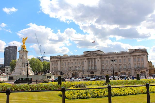 Sightseeing Buckingham Palace London