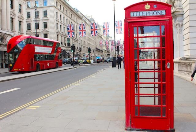London Bus und Telefonzelle